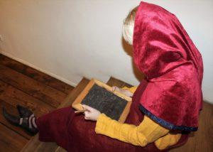 Mis tunne on keskaegses koolis kasutatud vahatahvlile kirjutada?