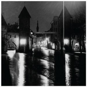 """Fotomuuseumi näitus """"Linn hämaruses"""" Tallinna Linnamuuseumi kunsti- ja fotokogust 30.05-16.09."""