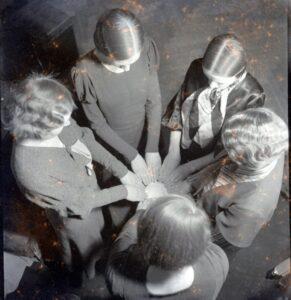 <b>Kummitustuurid</b> 8.10/29.10/12.11 NEITSITORNIST neljapäeval kell 17.30