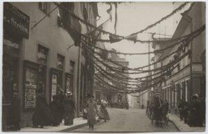 <b>Fotoalbum Tallinnast 1856–1990</b> tutvustab Tallinna Linnamuuseumi pildikogu ja selle kasutusvõimalusi