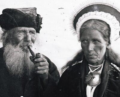 <b><i>Eesti rahwa näolaad</i></b>: <p>Heinrich Tiidermanni etnograafiliste portreede klaasnegatiivid Vikipeedias</p>