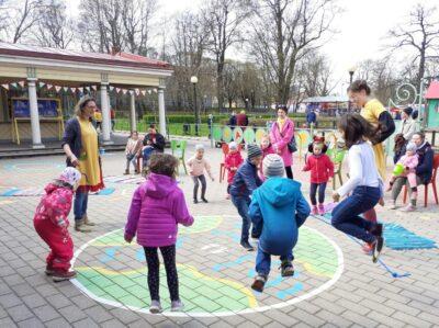 <b>Liikumisrõõm värskes õhus:</b> Miiamilla hoovimängud