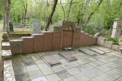 9. ja 23. oktoobril <b>kultuuriloolised jalutuskäigud Rahumäe kalmistul</b>